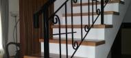 Scara din lemn masiv de stejar cu balustrada din fier forjat