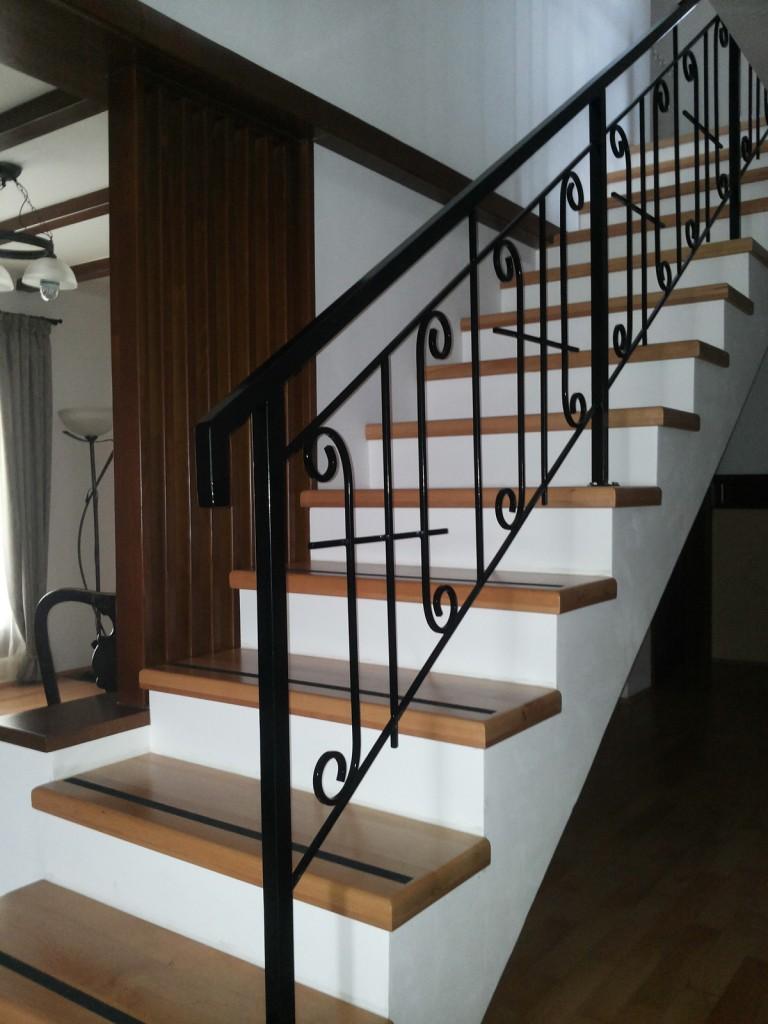 scara din lemn masiv de stejar cu balustrada din fier forjat 1