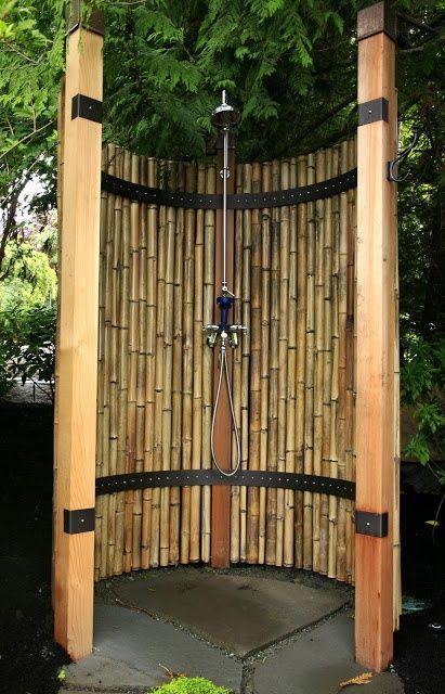 Dus de exterior din bambus sau trestie