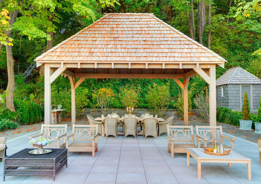 Pergola cu acoperis si loc pentru servit masa