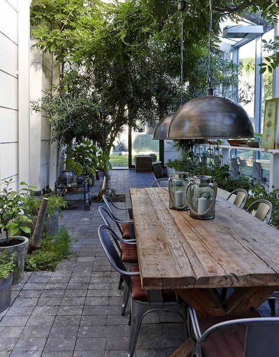 Un mediu rustic si atractiv pentru servit masa in aer liber