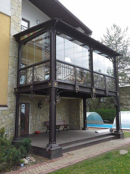 balcon suspendat atasat unui imobil