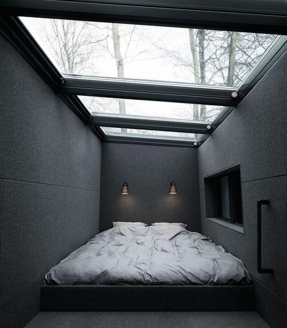 dormitor cu tavan din sticla