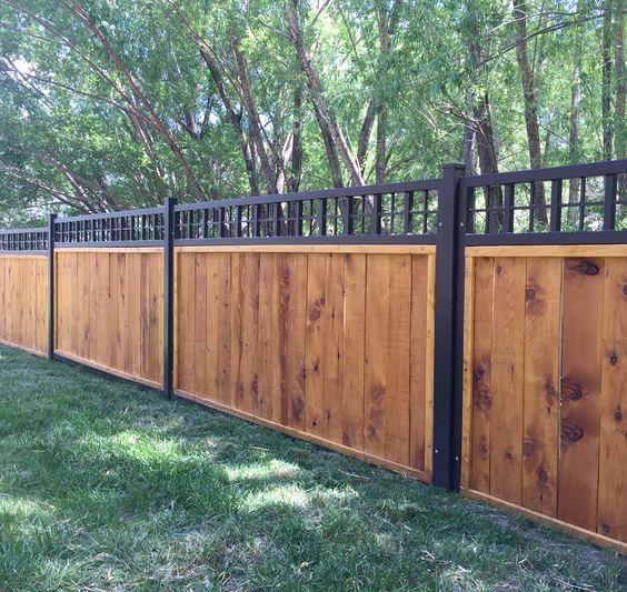 gard din lemn in doua nuaqnte atractive
