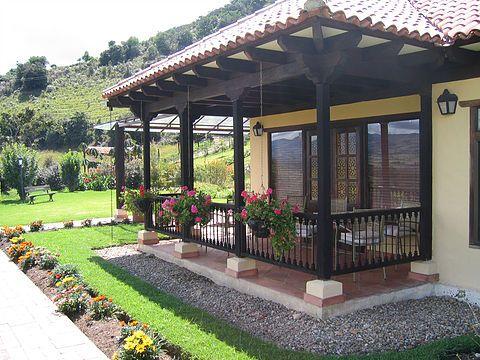 Casa de vacanta ca n povesti foisoare din lemn garduri for Case cu terase