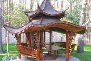 Pavilion din lemn cu pagode chinezesti