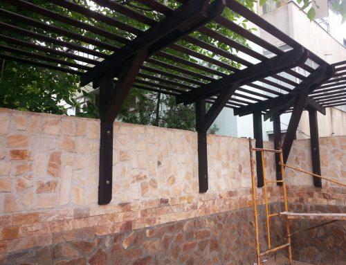 Amenajarea cu stil a unei terase cu elemente din lemn