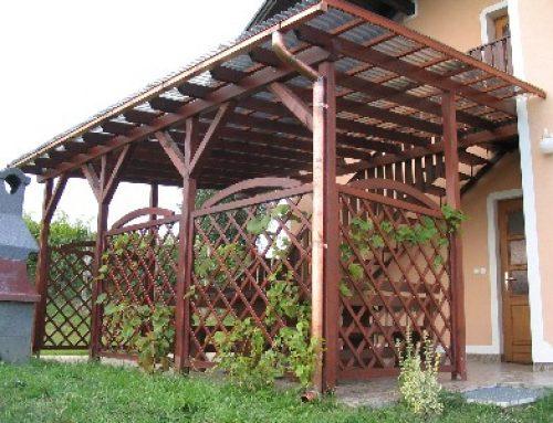 Terasa din lemn cu accente rustice
