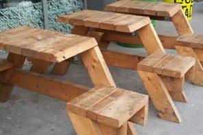 Masa si scaune rustice din lemn masiv de rasinoase