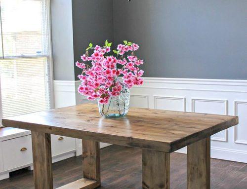 Masa din lemn masiv, cu textura la vedere