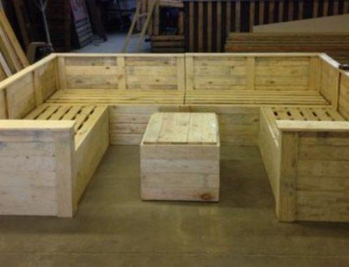 Canapele din lemn pentru zonele exterioare