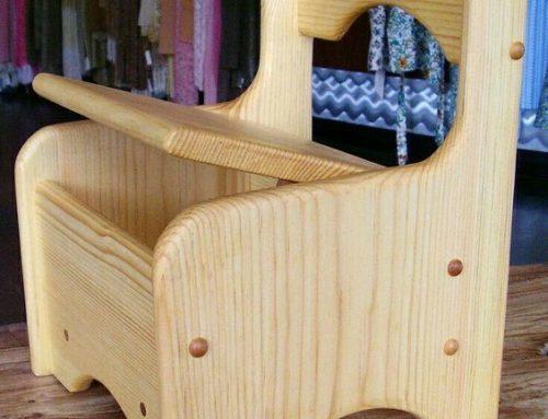 Scaun din lemn pentru copii, cu spatiu de depozitare